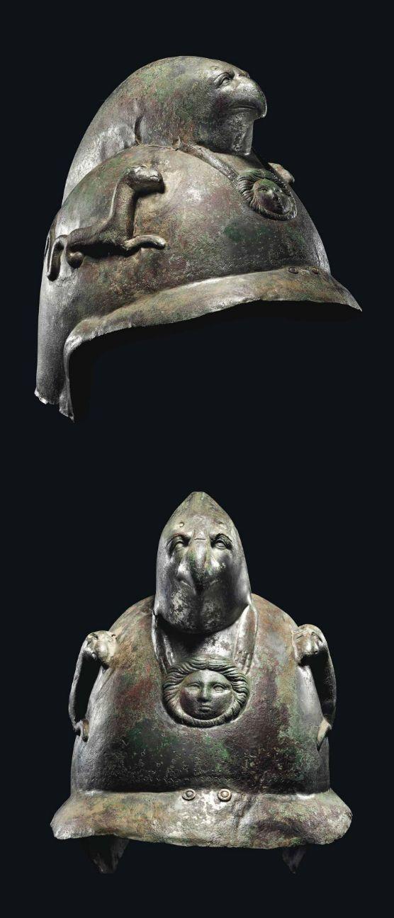 Hełm rzymski z orłem