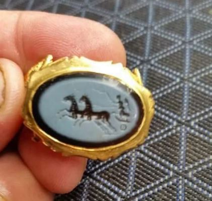Amateur archaeologist discovered 1,800-Year-Old Roman ring