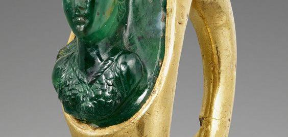 Pierścień rzymski z wizerunkiem Minerwy