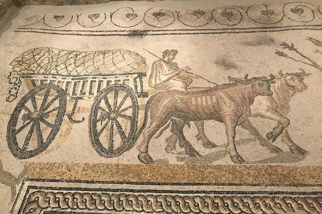 Mozaika rzymska z Orbe ukazująca czterokołowy wóz.