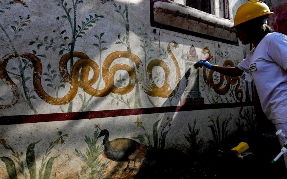 Ptaki i węże na fresku z Pompejów