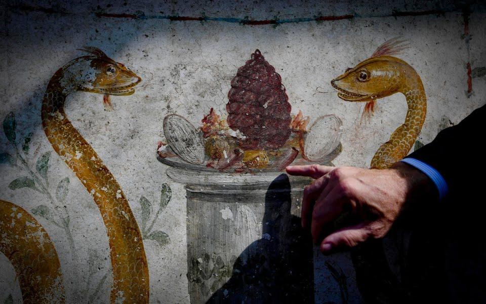 Snakes and the altar on the Pompeian fresco