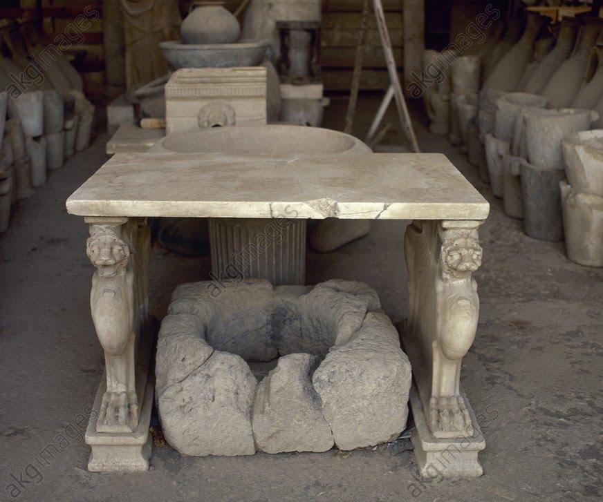 Rzymski marmurowy stół z Pompejów