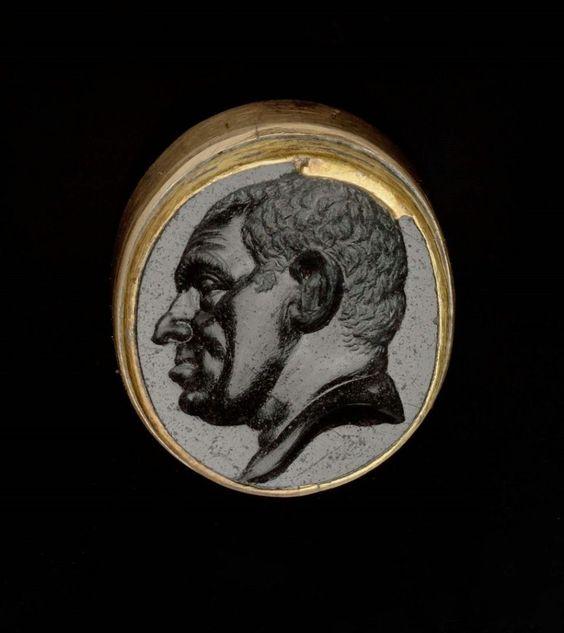 Owalna gemma ukazująca mężczyznę
