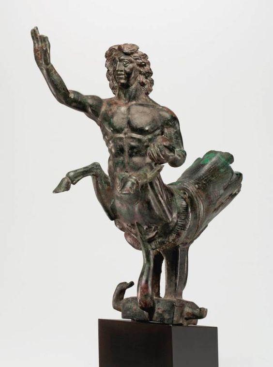 Wykonana z brązu rzeźba Trytona