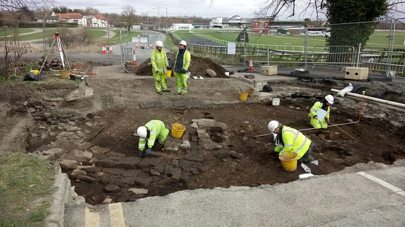 Roman settlement found under British road