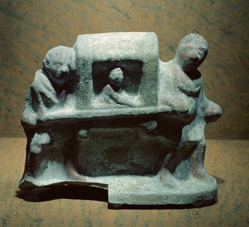 Roman figurine of litter carriers
