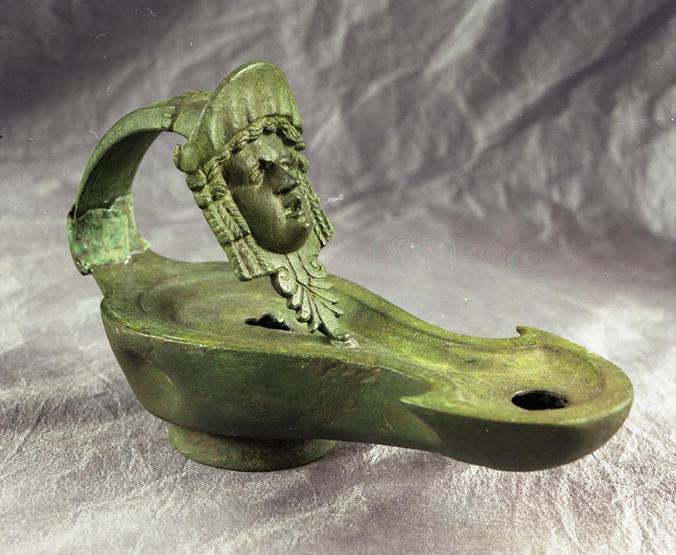 Ciekawa rzymska lampa oliwna
