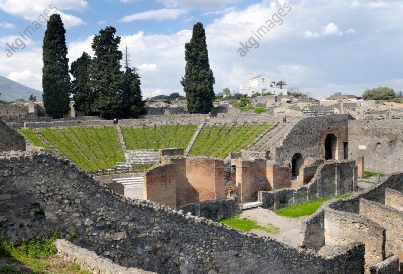 Ruiny dużego teatru w Pompejach