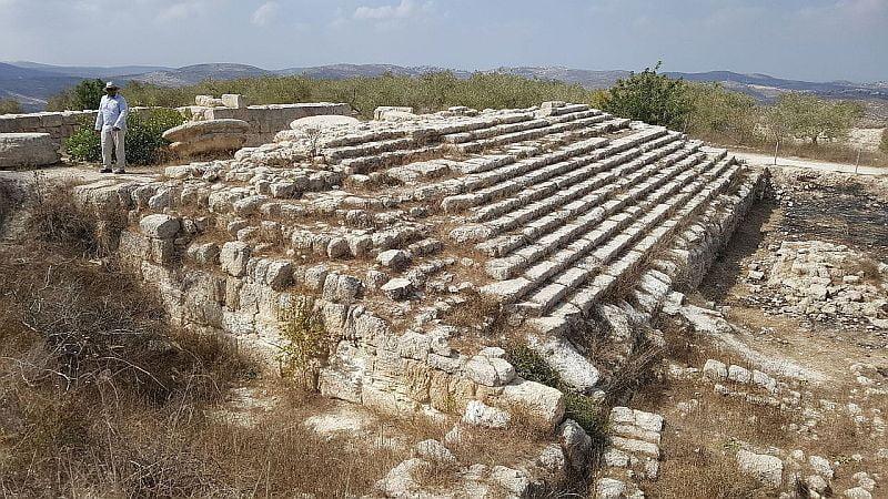 Podstawa świątyni Augusteum