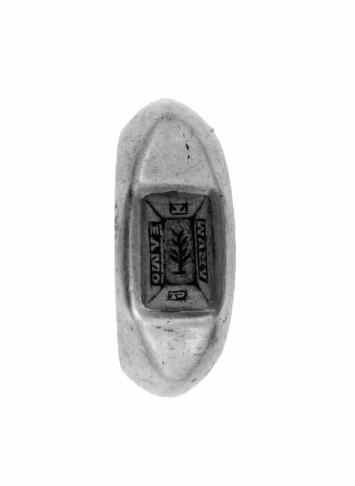 Rzymski pierścień podarowany z okazji ślubu, z wygrawerowanym napisem: Te amo parum