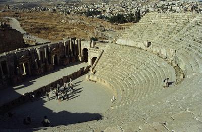 Teatr południowy, po prawej stronie widoczne jońskie kolumny Placu Owalnego