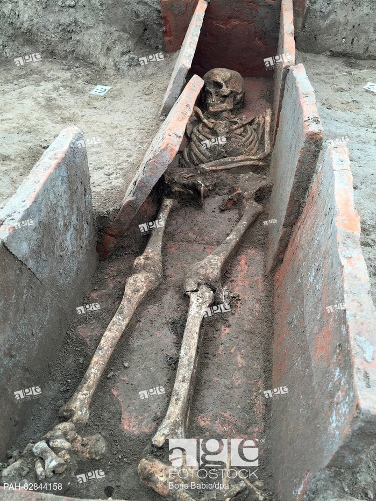 Szkielet rzymski w grobie w Viminacium