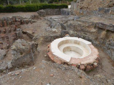 Częściowo zrekonstruowany basen w Conimbriga