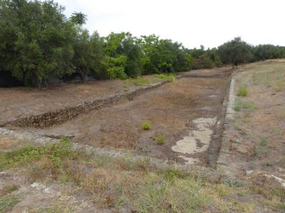 Wielki basen przed willą w Sao Cucufate