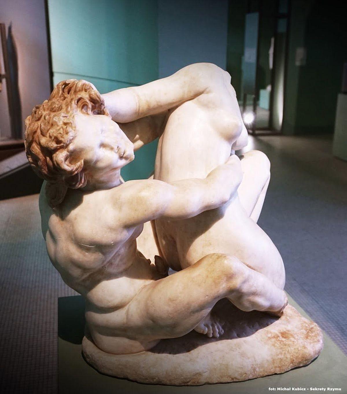 Rzymska rzeźba ukazująca satyra i nimfę