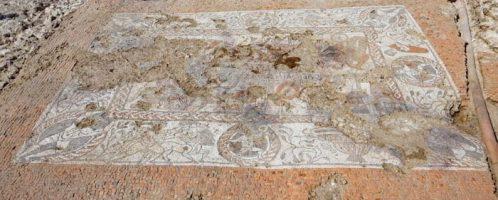 W pełni odsłonięto rzymską mozaikę we wschodniej Anglii
