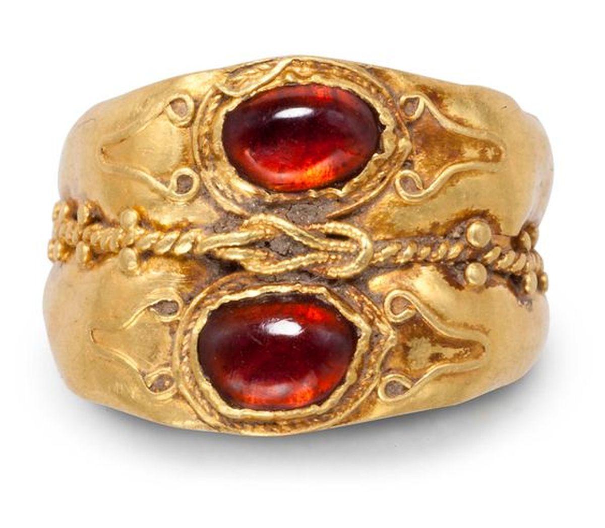 Cudowny rzymski pierścionek z granatem
