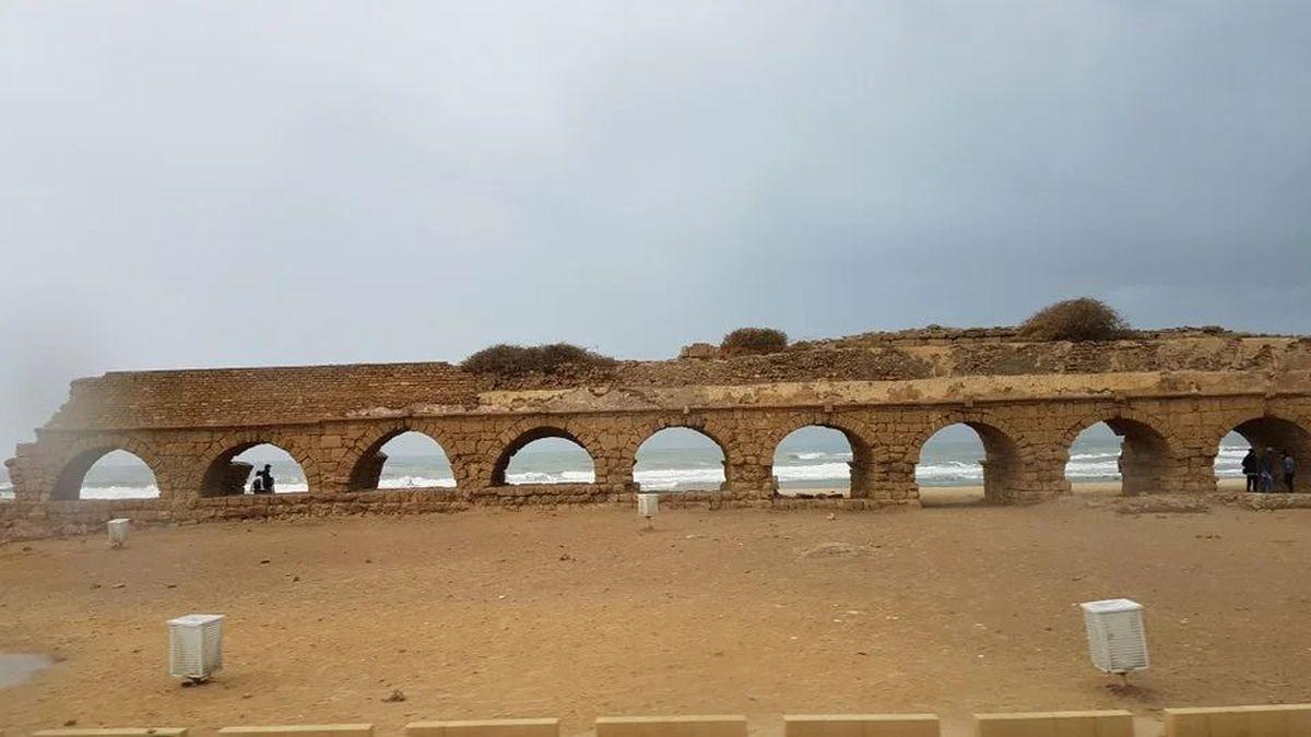 Akwedukt rzymski w Cezarei Nadmorskiej