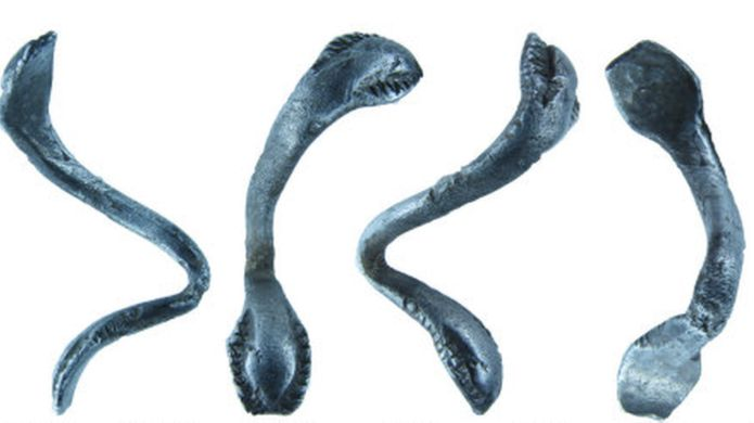 Roman ring with snakes considered treasure