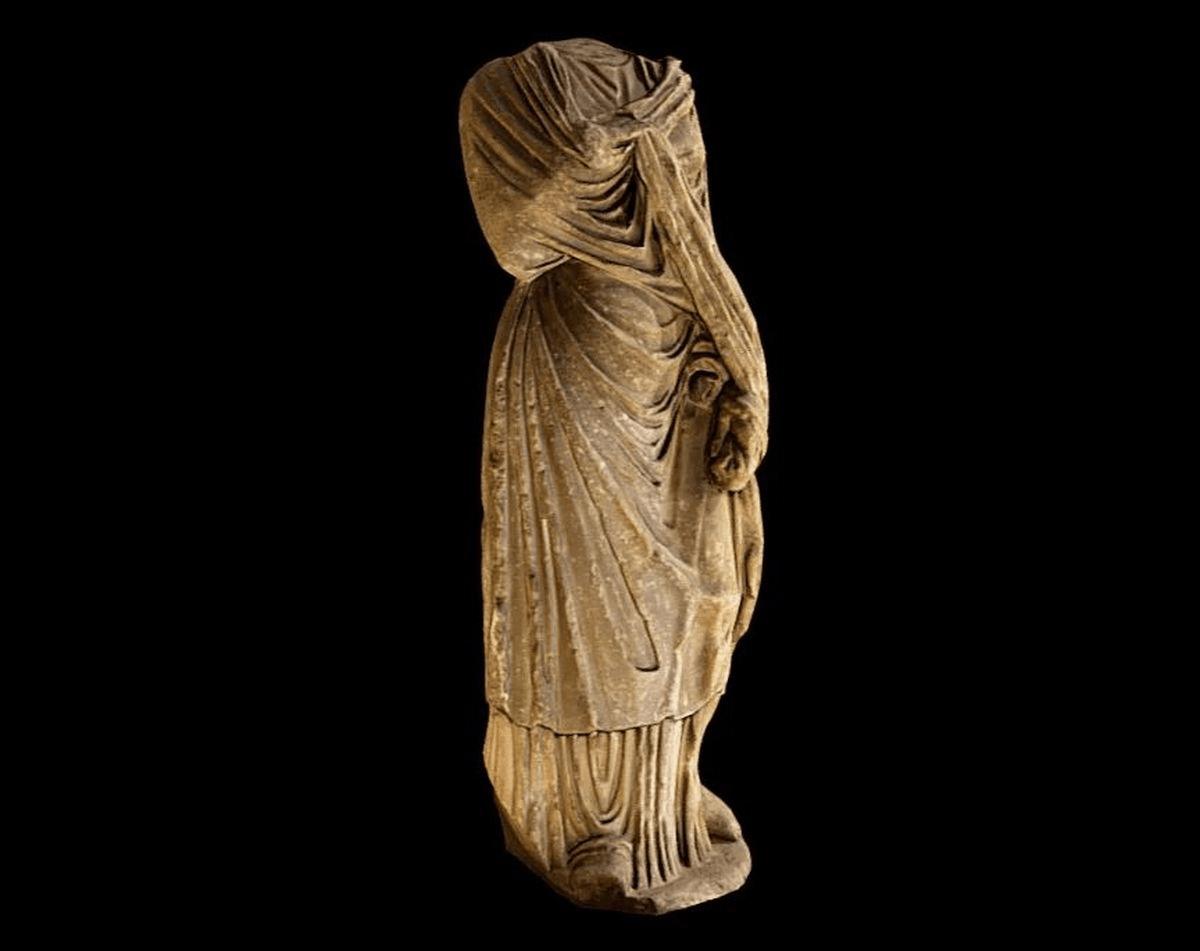 Roman statue of woman