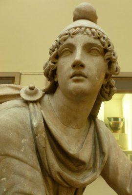 Marmurowy posąg Mitry