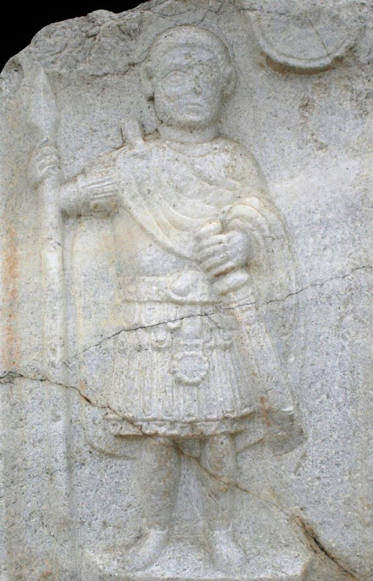 Rzymski żołnierz na sarkofagu