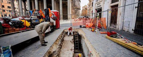 Obok Panteonu odkryto antyczne płyty