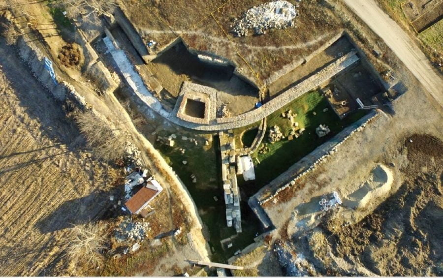 Pozostałości wież i murów obronnych w Viminacium