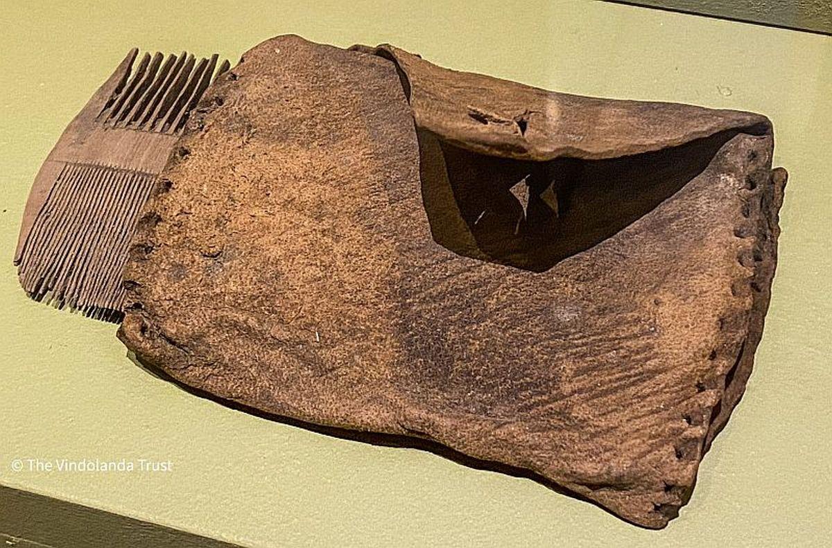 Roman comb with etui