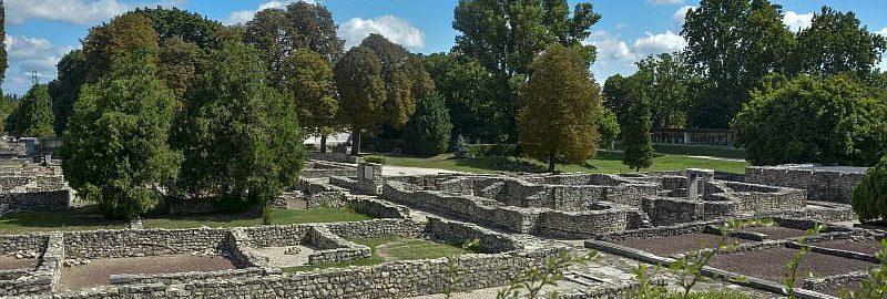 Ruiny murów rzymskich na Węgrzech