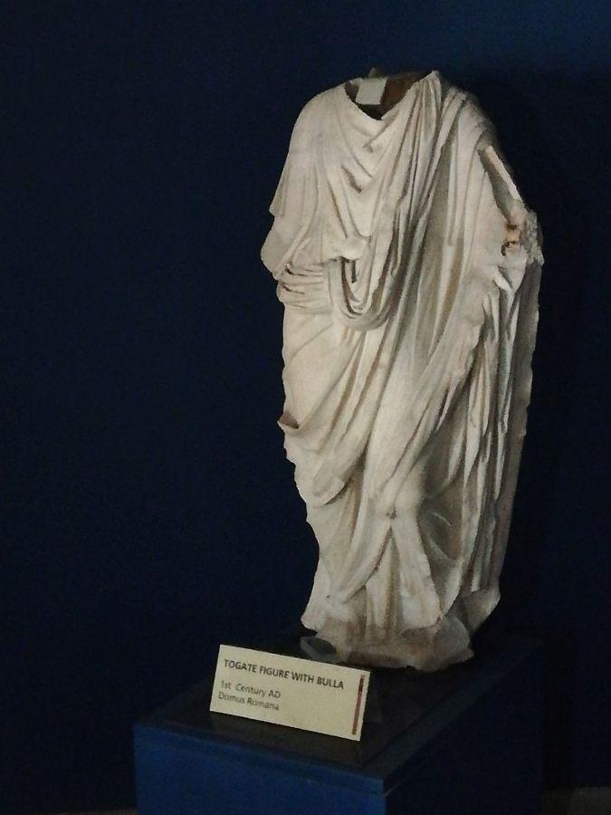 Rzymska rzeźba postaci w todze