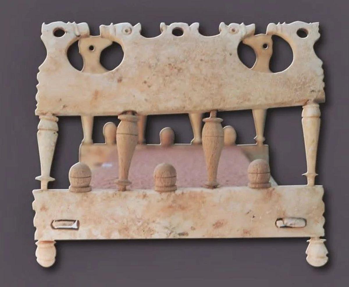 Rzymska zabawka dziecięca w kształcie łóżka