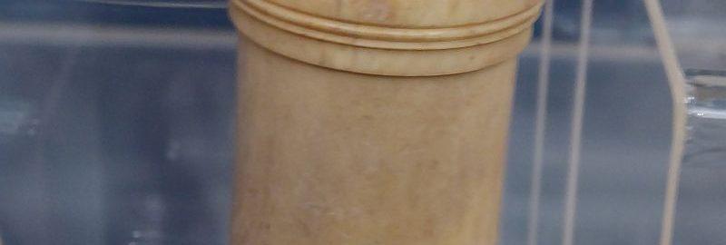 Roman dice container