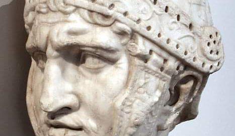 Marmurowa rzeźba głowy pretorianina
