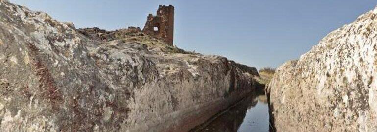 Rzymski kanał dostarczający wodę do zamku w Turcji