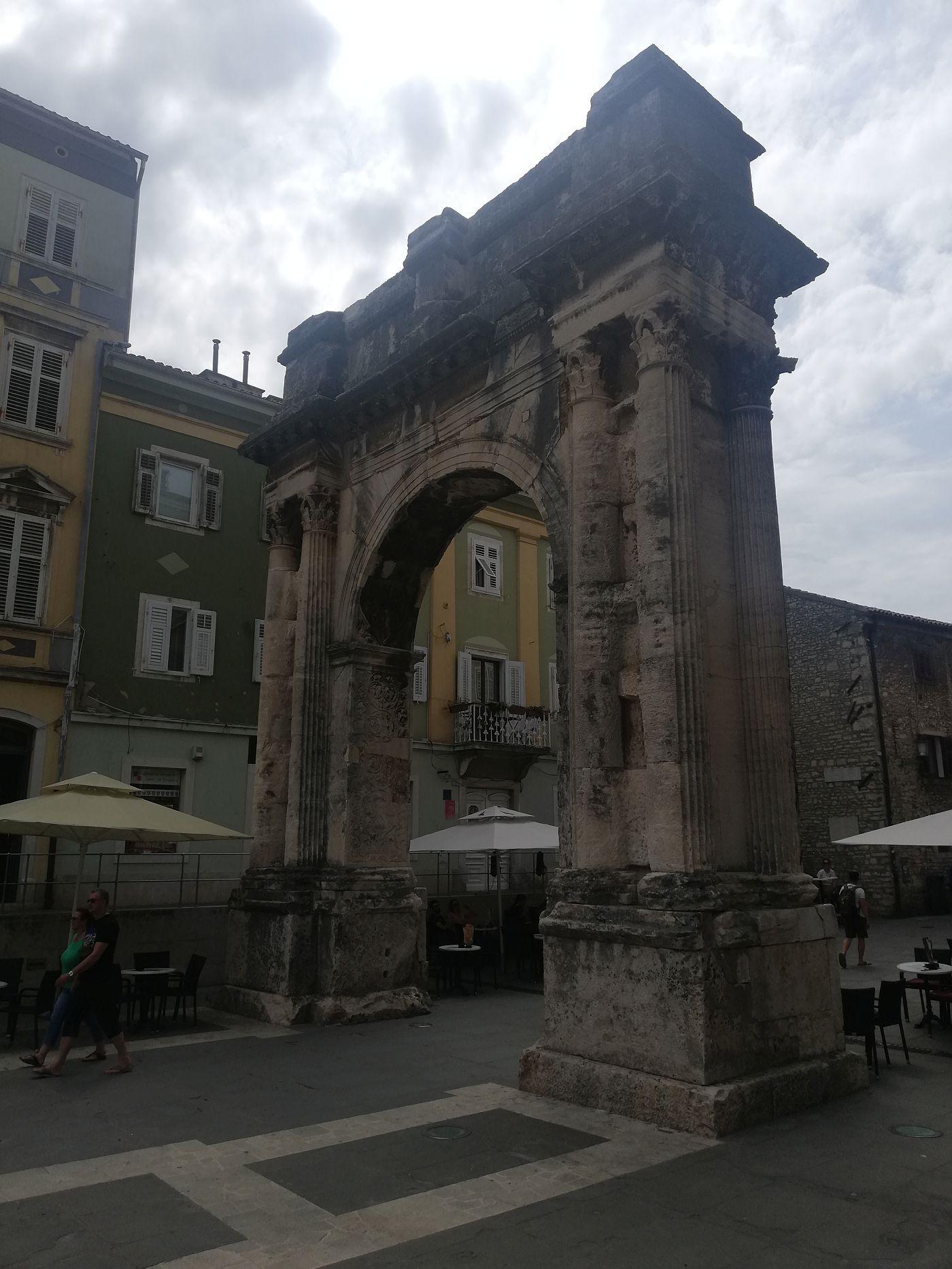 Rzymski łuk w Puli