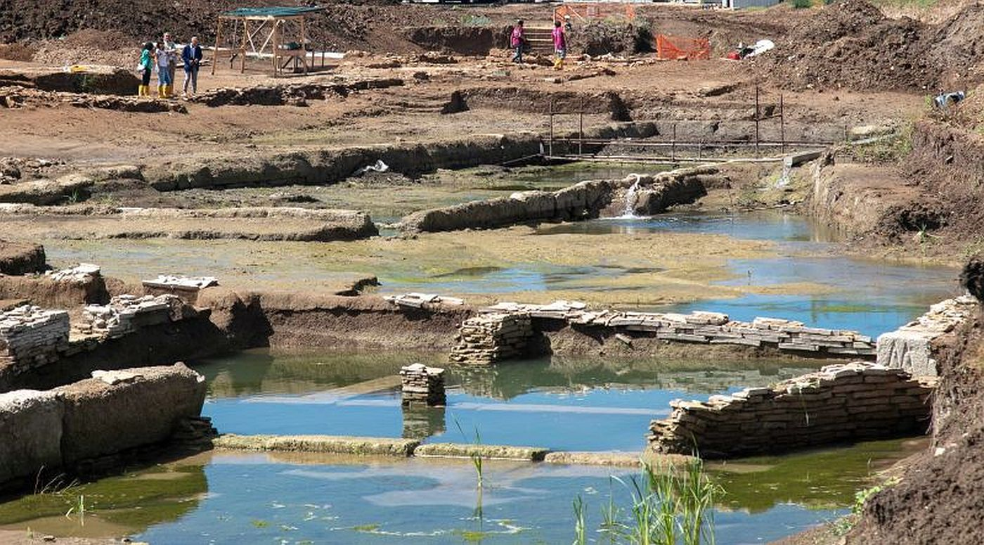 Archaeologists discovered large ancient pool between Rome and Ostia
