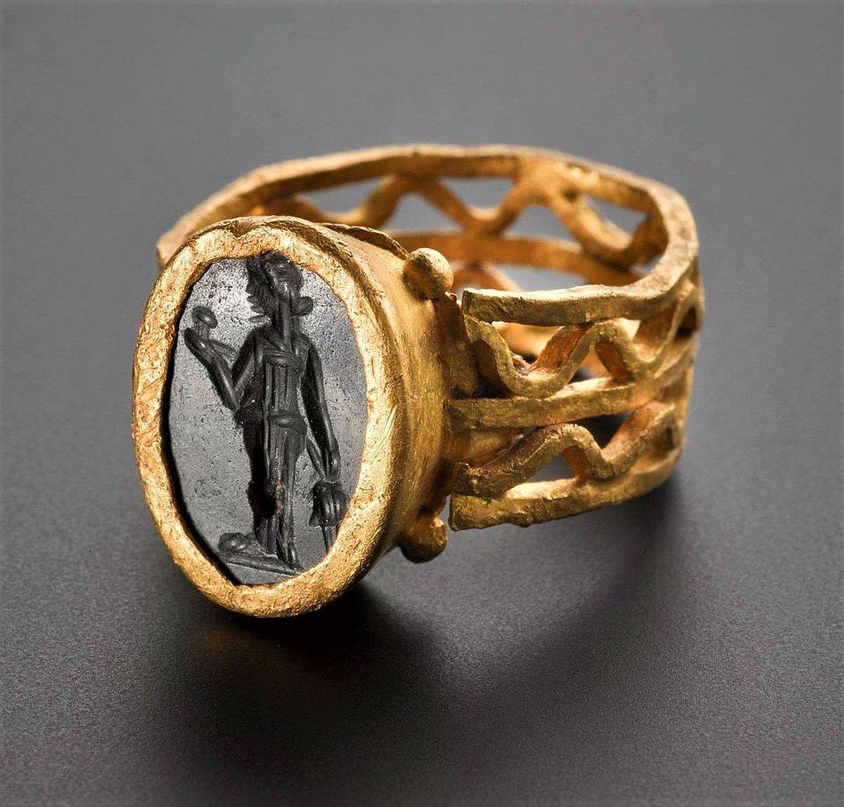 Pierścień rzymski należący do dziecka