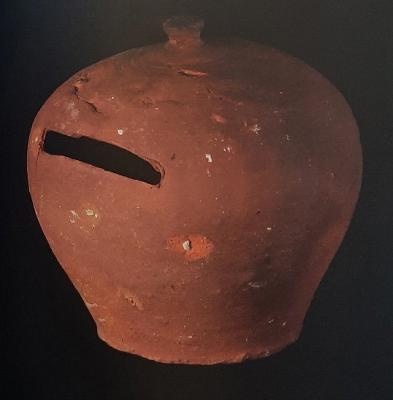 Gliniana skarbonka z Kolekcji Instytutu Archeologii UJ