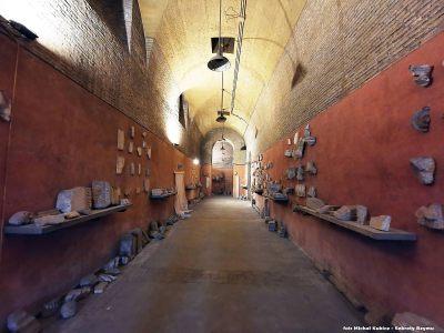Wejście do podziemi bazyliki św. Jana na Lateranie