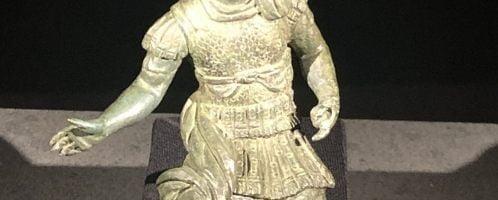 Mała statuetka ukazująca Nerona w zbroi