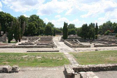 Park Archeologiczny Aquincum. Poranne zwiedzanie gwarantuje spokój i samotność pośród ruin