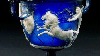 Pięknie zdobiony rzymski kielich do wina z kameą