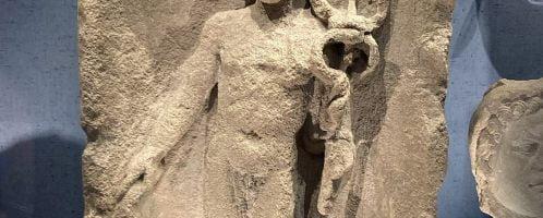 Rzymska płaskorzeźba ukazująca boga Merkurego