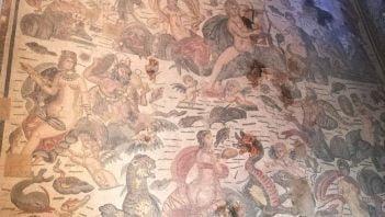 Mityczne morskie stworzenia na rzymskiej mozaice